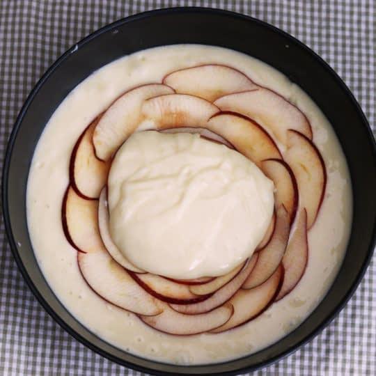 چیدن سیب وسط کیک
