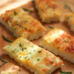 طرز تهیه نان سیر پیتزایی بهتر از فست فودی