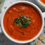 آسون ترین سوپ گوجه دنیا با گوجه های رست شده و ریحان تازه